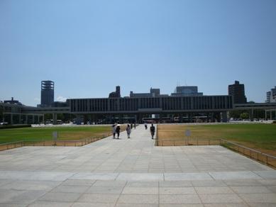広島平和記念資料館1.jpg